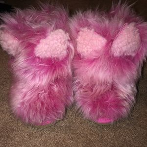 Authentic toddler uggs.